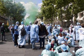 Les infirmiers anesthésistes dans la rue pour plus de reconnaissance