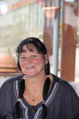 Fin de vie: une infirmière aide les patients avec l'art-thérapie
