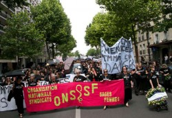 Les sages-femmes dans la rue le 12 mai