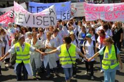 Ambiance festive lors de la manifestation des étudiants infirmiers le 12 mai 2011
