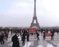 """Action des """"Ni bonnes Ni nonnes Ni pigeonnes le 23 mars 2013 place du Trocadéro à Paris."""