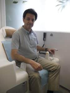 ©Amélie Cano Démonstration de la cabine par le Dr Sidney Sabban, directeur scientifique d'H4D.
