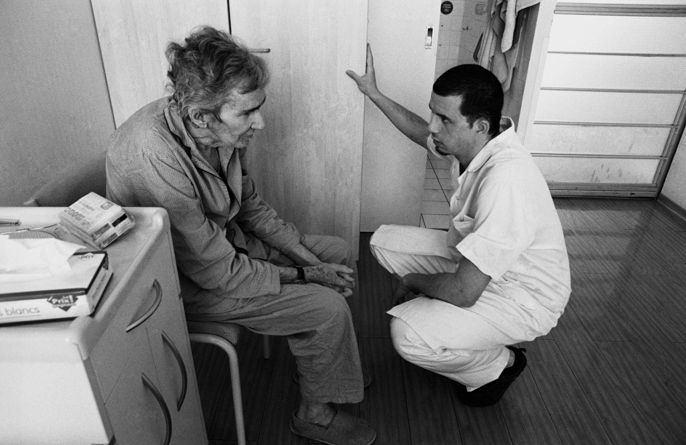 Bient t dix ans apr s l adoption de la loi leonetti quelles questions se posent concr tement les infirmiers face la question de la fin de vie