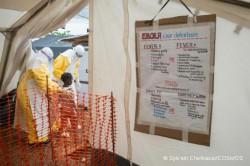 Centre de prise en charge d'Ebola à Kailahun, en Sierra Leone. Juillet 2014 © Sylvain Cherkaoui/COSMOS