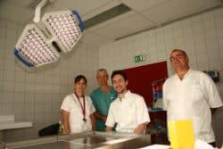 ©DR De gauche à droite, Céline Bravais, Alain Gaudray, Michael Senneville et Rémi Tentoni dans la salle de prélèvement située dans la chambre mortuaire du funérarium de l'hôpital.