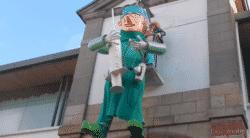 Pour la défense de l'hôpital de Douarnenez : le bonhomme du Carnaval est un anesthésiste