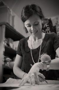 Une infirmière de bloc reconvertie dans les accessoires pour enfants