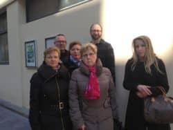 ©Cyrienne Clerc Thierry Amouroux, quelques élus ordinaux et salariés devant la permanence de Mme Carrey-Conte