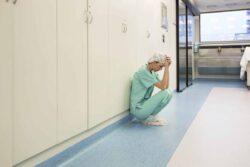 Covid-19 : selon l'association SPS, les maux psychologiques des soignants s'aggravent