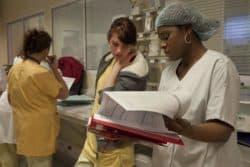 services des urgences, transmission au porte, hopital Bichat, infirmières