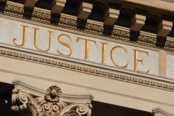 """""""Faux infirmiers"""" au bloc : un procès qui s'étire. Justice-tribunal_infirmiere_gironde-250x167"""