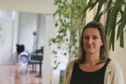 """Aujourd'hui infirmière-coordinatrice, Maryline Brocas-Lidec a longtemps travaillé à l'hôpital avant de commencer des remplacements en Ehpad en 2003. """"Je n'en suis plus partie"""", sourit-elle."""