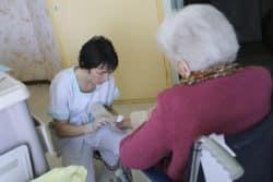 Prendre soin des personnes âgées, une véritable vocation pour Cathy Peltier, infirmière clinicienne à l'Ehpad de Craon (Hôpital local du sud-ouest mayennais).