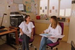 Anne Piétin, infirmière (à gauche) avec une de ses collègues infirmière, au service des urgences psy de la Fondation Vallée à Gentilly
