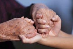 Ehpad: des résidents connectés aux soignants