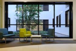 """Delphine Beji, architecte chez AIA : """"Nos bâtiments témoins permettent d'appréhender l'ergonomie des locaux et d'aller dans le détail jusqu'à l'emplacement des prises électriques"""