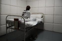 Contention et isolement : L'Unafam souligne les problèmes structurels qui affectent la psychiatrie
