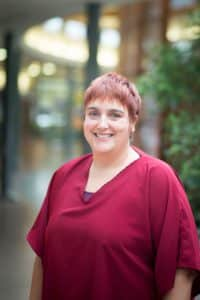 Isabelle, infirmière clinicienne spécialiste des approches complémentaires en soins