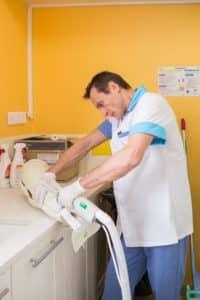 Richard Kaiss est infirmier gypsothérapeute (plâtrier)