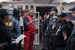Le commandant Rocky Robinson réunit les volontaires