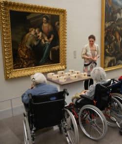 cycles de visite au musée pour des patients Alzheimer en période de troubles comportementaux