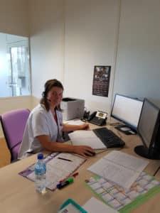 Sandrine Jalade, Infirmière, lors d'un entretien téléphonique avec un patient