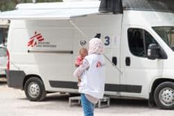Sur l'île de Lesbos, des équipes médicales débordées