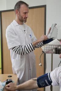Olivier fait parti des infirmiers au parcours atypique. Il a été contrôleur avant de se tourner vers le domaine médical.