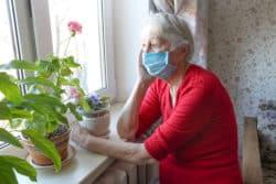 Covid-19 : Les infirmières du pôle gériatrie du CHU de Toulouse en mission de dépistage dans les EHPAD