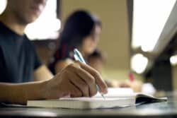 Les étudiants en soins infirmiers et aides-soignants moins nombreux pour la deuxième année consécutive