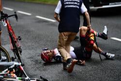 Mutuaide intervient également lors du Tour de France. En cas de chute ou de besoin d'intervention, le chef médical décide de la procédure