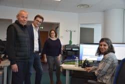 Alex B., patient, Nicolas Billot, directeur des opérations à l'HEGP, et Virginie Bichon, Infirmière, au sein de l'unité de programmation-régulation.