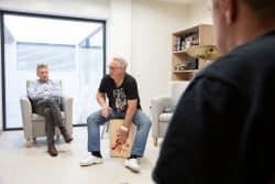 Christophe Delage est l'art-thérapeute chargé d'animer les ateliers musicaux.