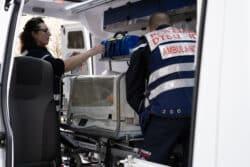 Le transport sanitaire paramédical concerne les adultes mais aussi les nourrissons. Les infirmiers sont d'ailleurs formés à l'usage des incubateurs pour garantir la sécurité des bébés.