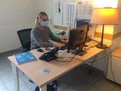 Alice Taranowski, infirmière, répond aux appels des patients