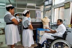 Les infirmières du service de néphrologie sont en train de recevoir une formation sur la dialyse à domicile