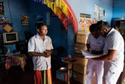 Manjula, 33 ans, était paysan. A cause de son insuffisance rénale, il s'est reconverti en chauffeur de taxi