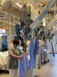 Parmi les pistes d'économies d'eau et d'énergie : les actions au sein de la blanchisserie