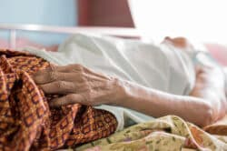 On meurt mal en France : le Comité consultatif national d'éthique se saisit de la question de la fin de vie
