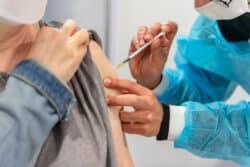 Étude ComPaRe : un patient sur douze hésitant à se faire vacciner change d'avis après avoir consulté des informations sur les bénéfices et les risques des vaccins