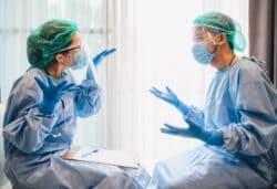 Obligation vaccinale à l'hôpital: entre soignants, le sujet peut fâcher